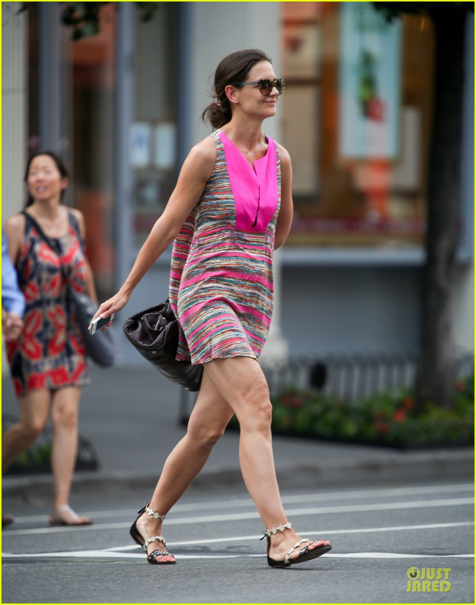 katie holmes summer phone chatter 03