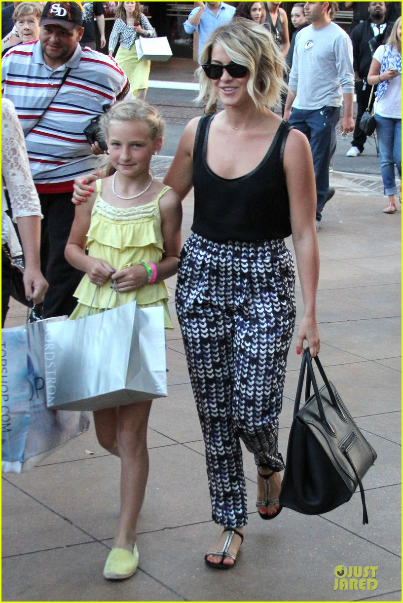 julianne hough the voice finale with nieces 032894583