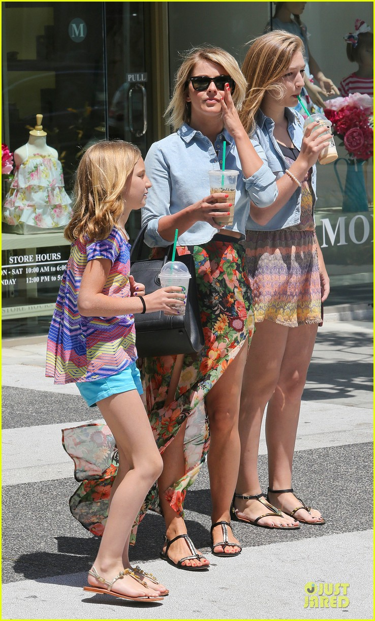 julianne hough the voice finale with nieces 122894592