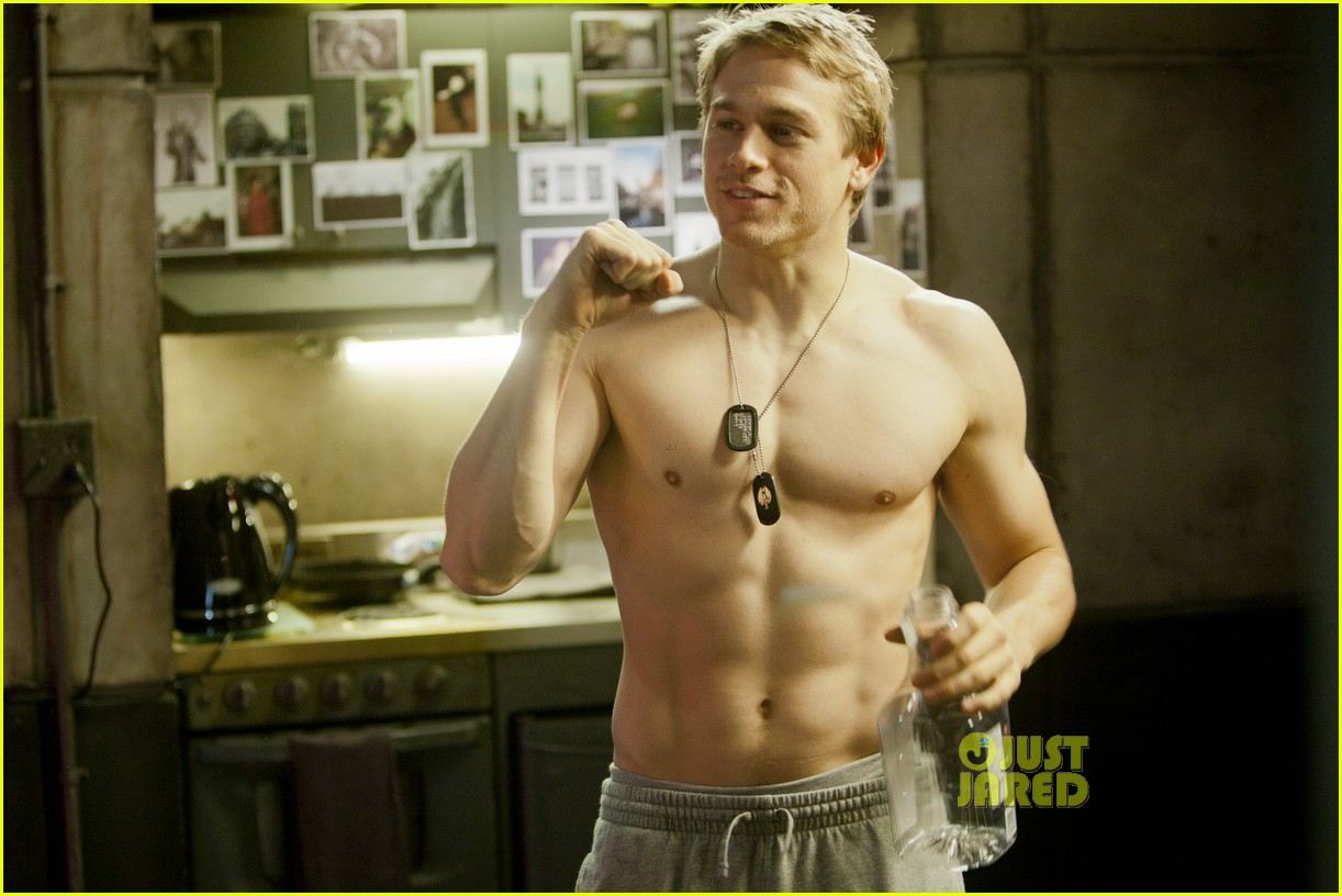 charlie hunnam shirtless for pacific rim exclusive pic 012899982