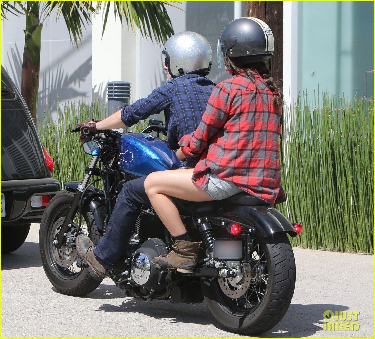 josh hutcherson claudia traisac kiss after motorcycle ride 08