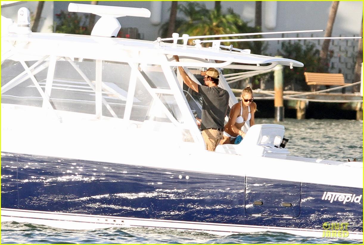 enrique iglesias boat ride with bikini clad anna kournikova 012894662