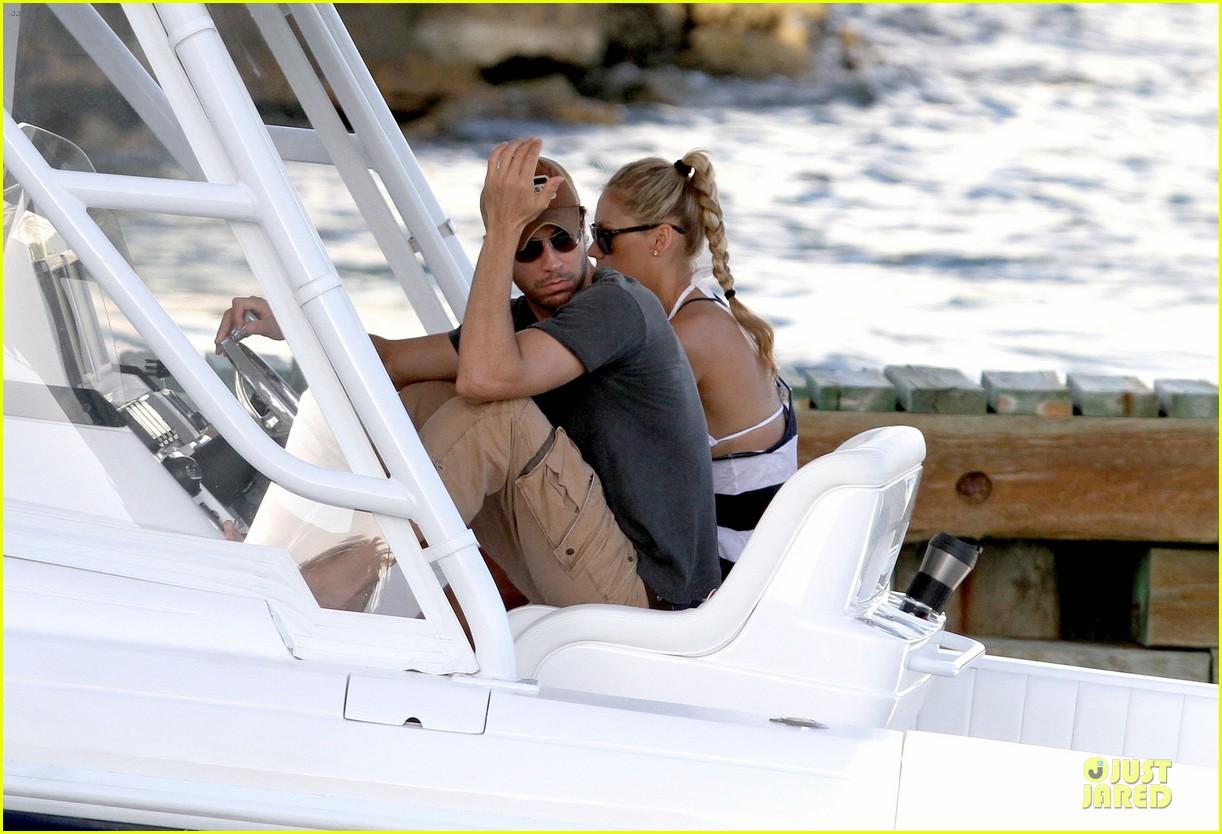 enrique iglesias boat ride with bikini clad anna kournikova 022894663