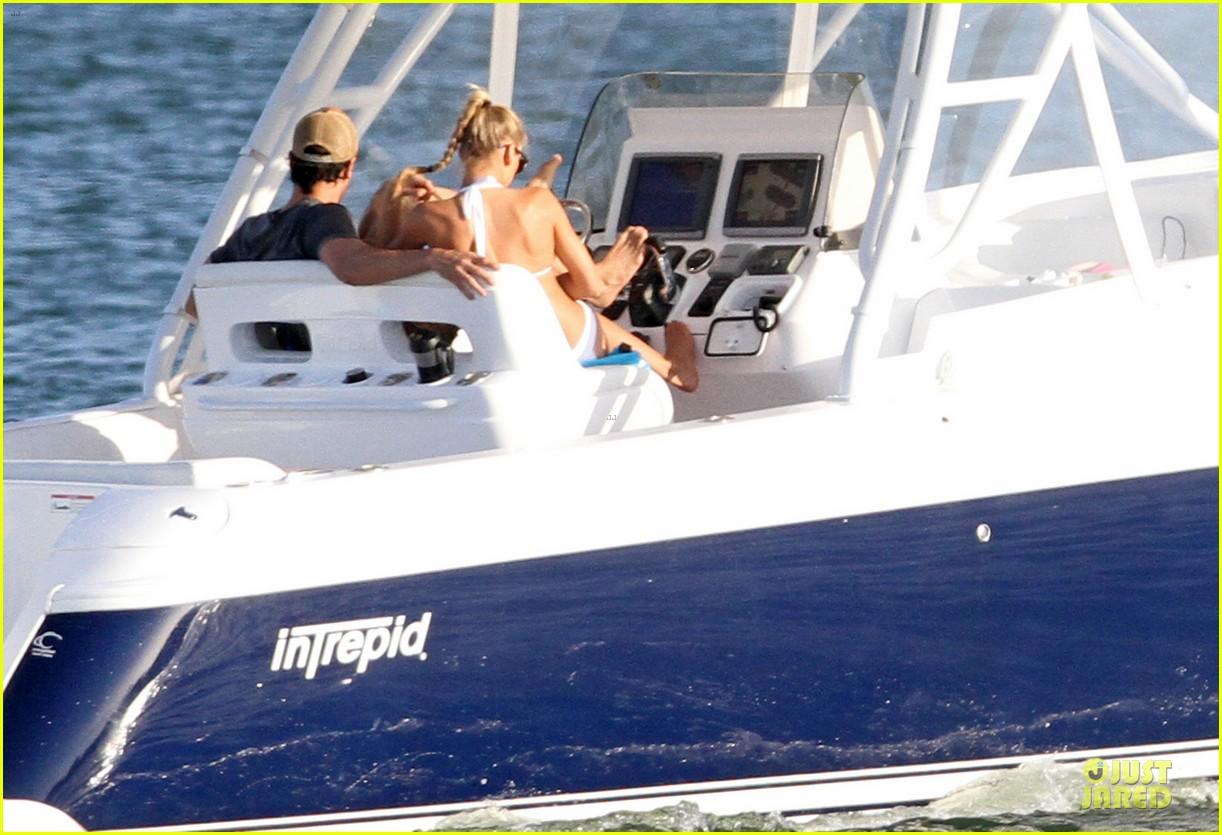 enrique iglesias boat ride with bikini clad anna kournikova 052894666