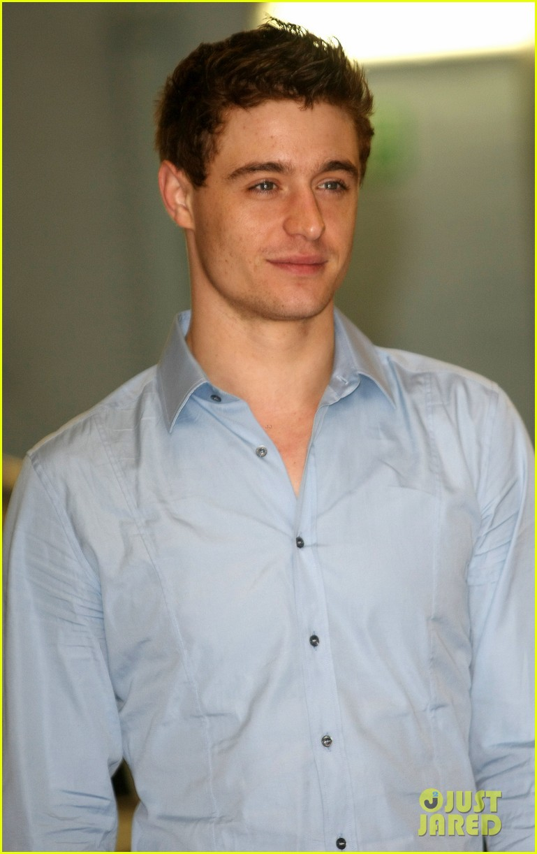 max irons theres something for everyone in white queen 022895778
