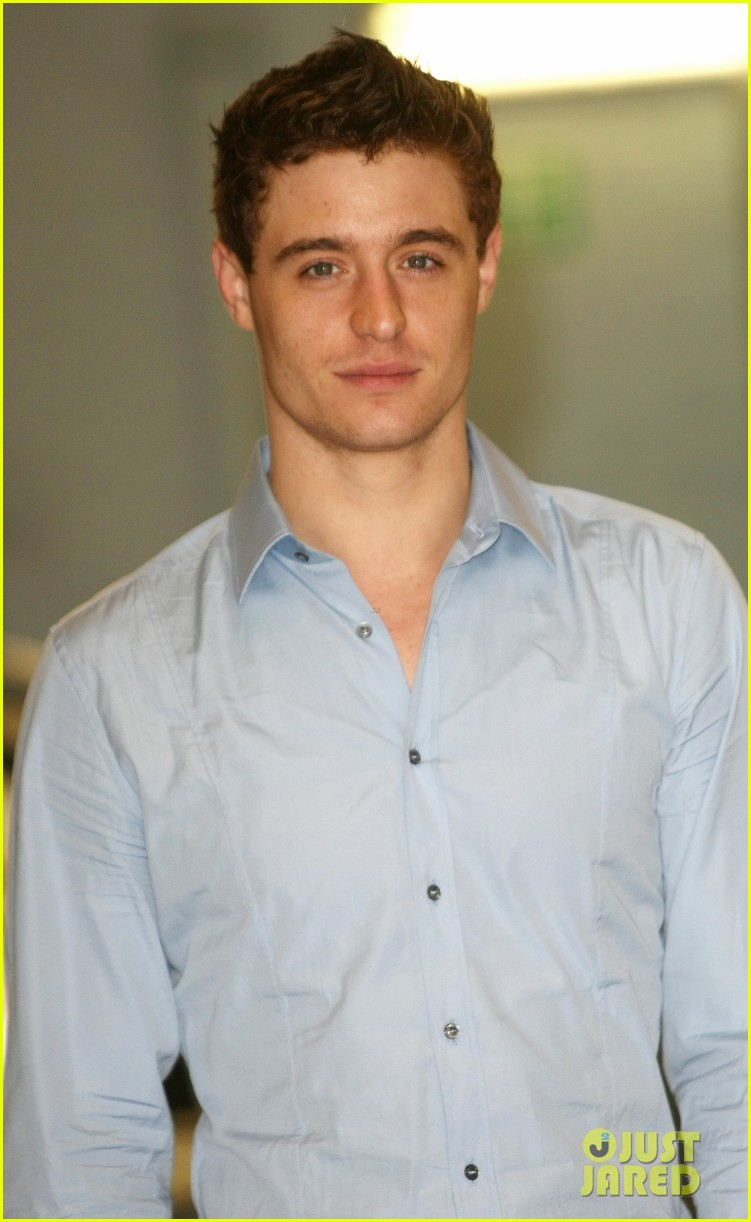 max irons theres something for everyone in white queen 042895780