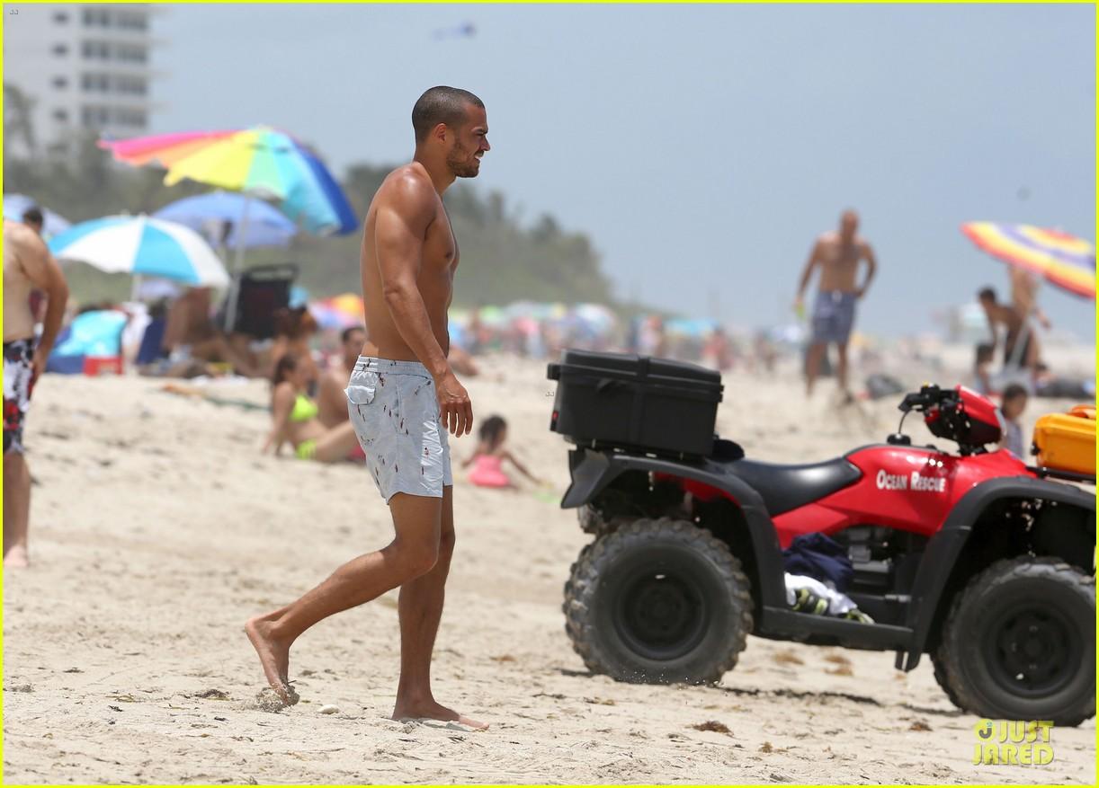 jesse williams shirtless miami vacation 012890379