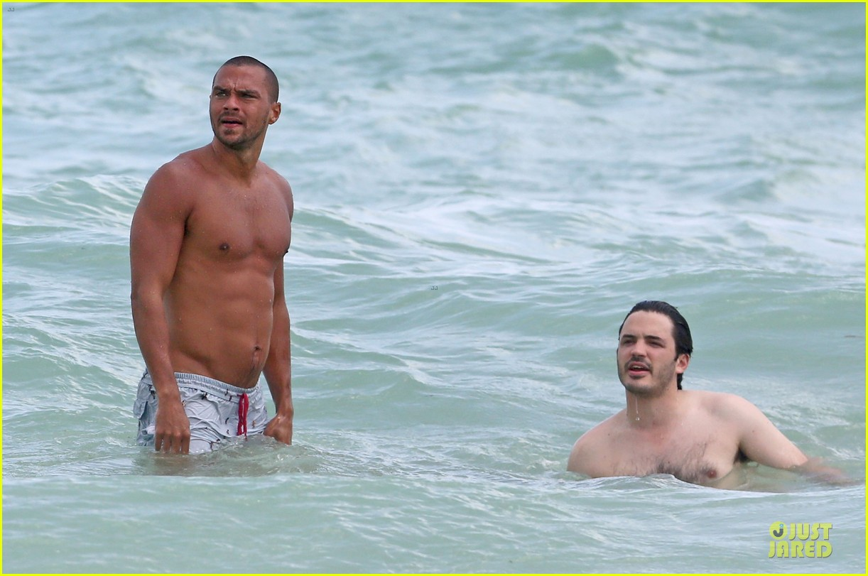 jesse williams shirtless miami vacation 082890386
