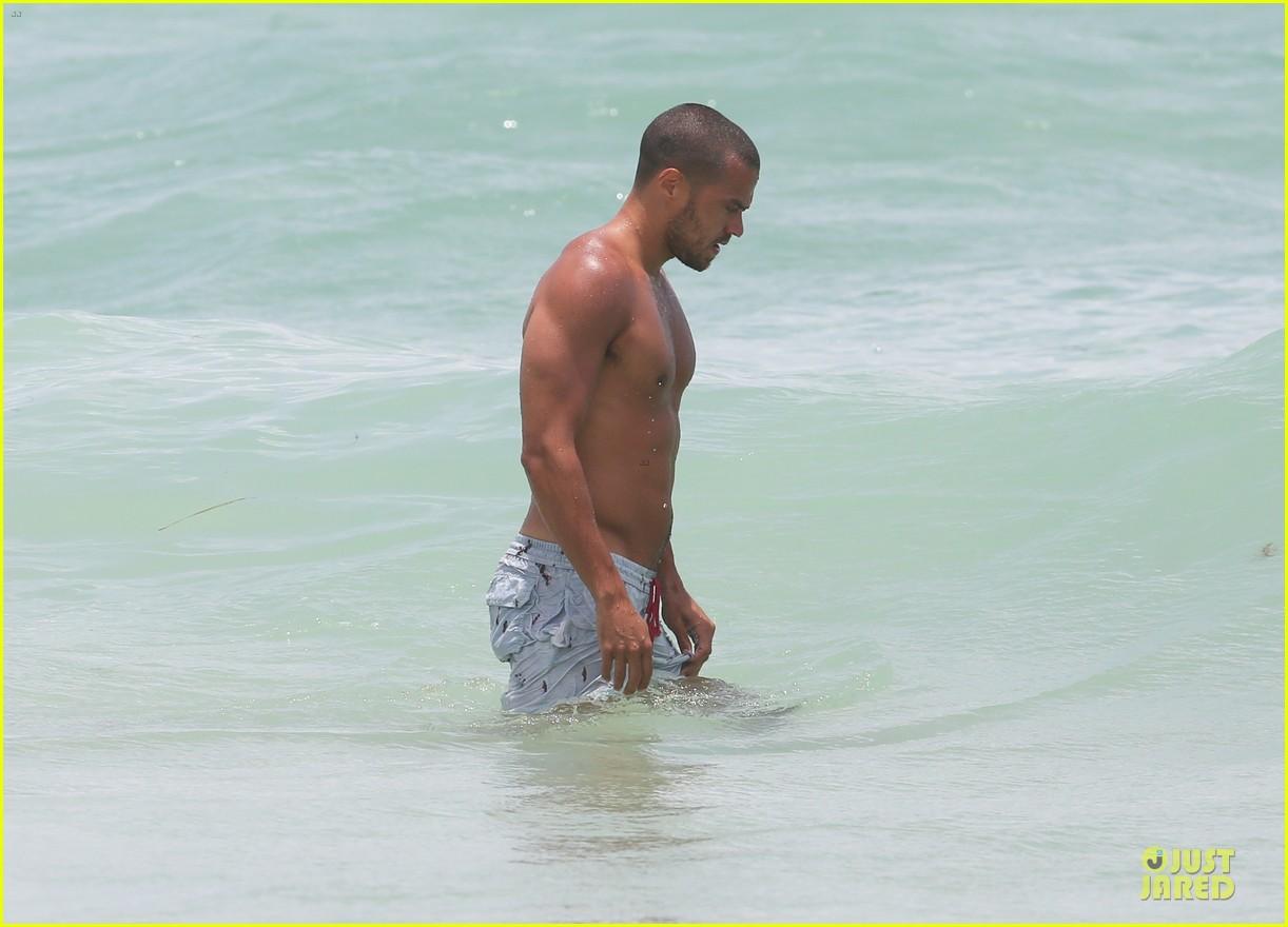 jesse williams shirtless miami vacation 14