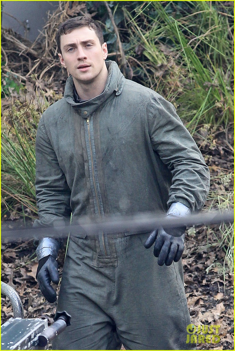 aaron taylor johnson godzilla set with bryan cranston 022892925