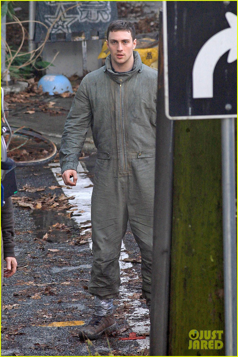 aaron taylor johnson godzilla set with bryan cranston 072892930