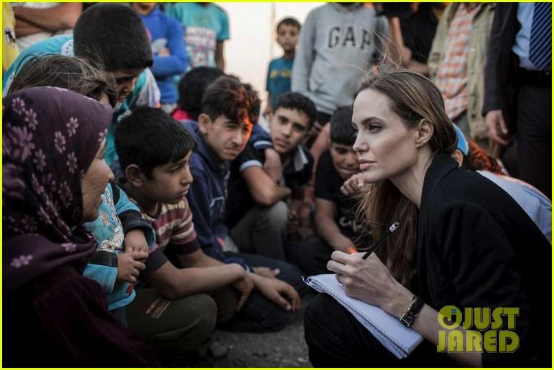 angelina jolie meets with syrian refugees at jordan border 012894236
