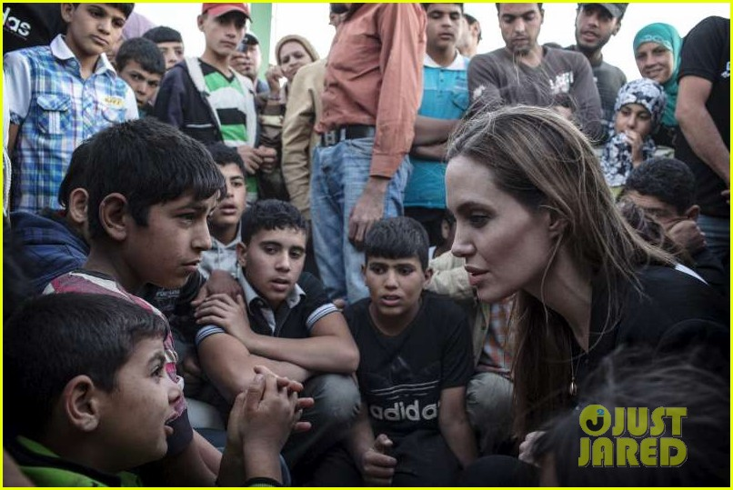 angelina jolie meets with syrian refugees at jordan border 022894237