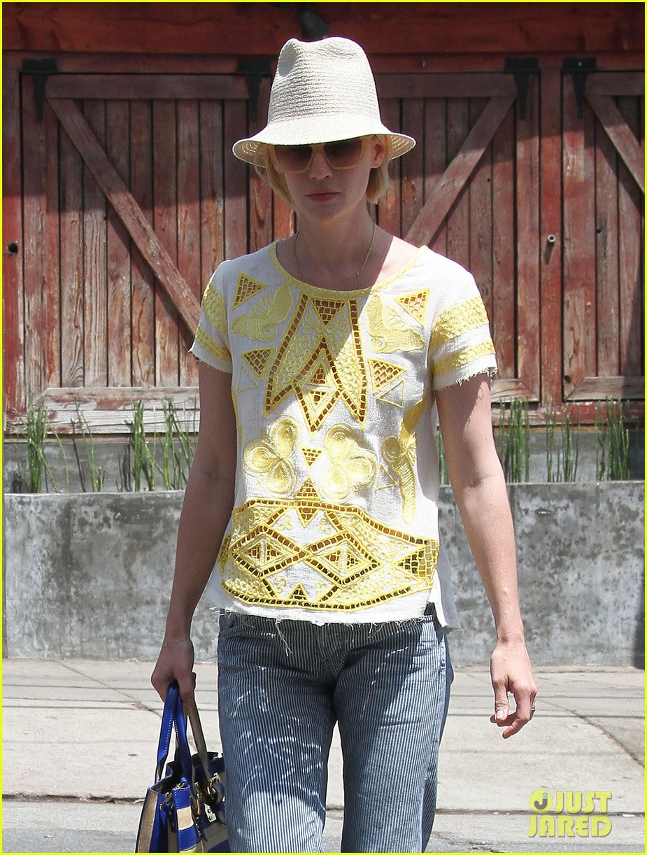 january jones hides new haircut under hat 02