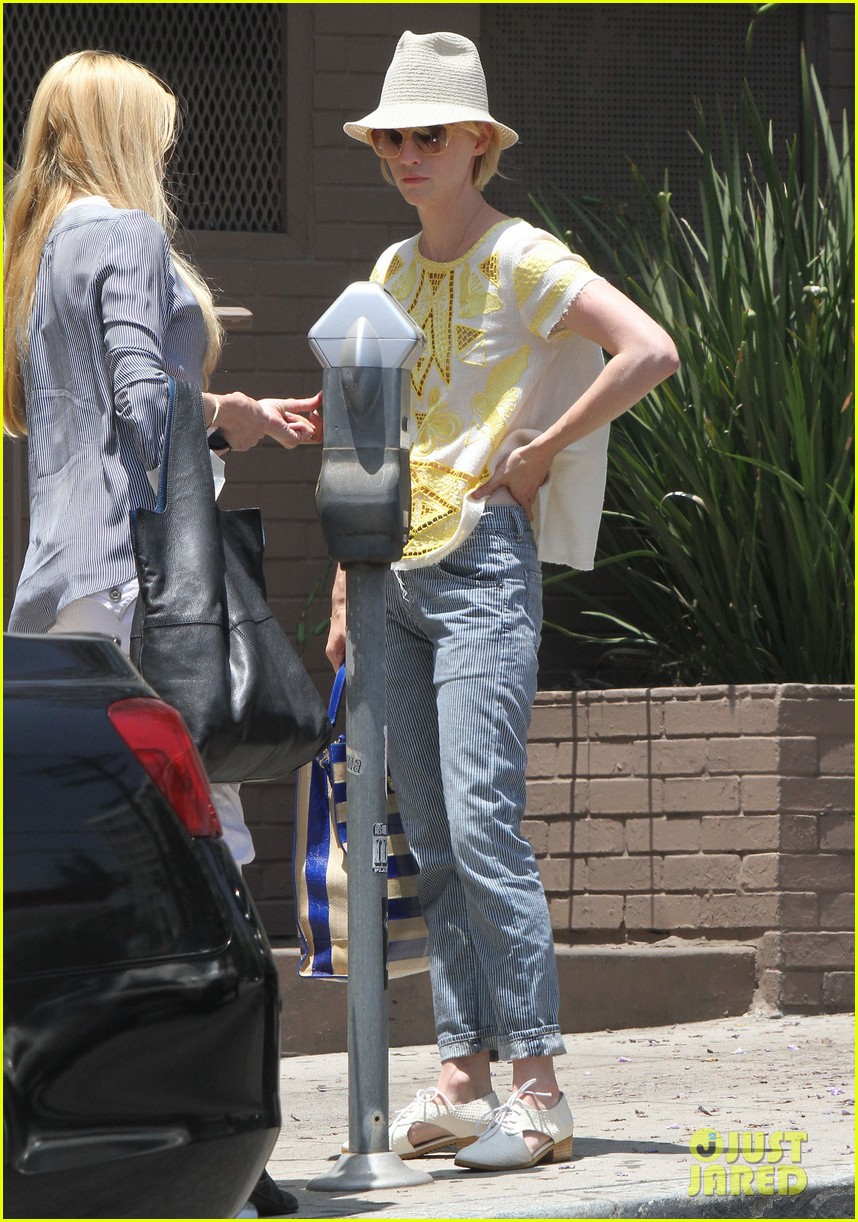 january jones hides new haircut under hat 082891378