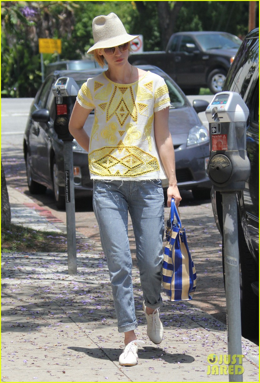 january jones hides new haircut under hat 152891385