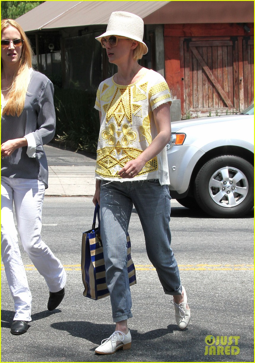 january jones hides new haircut under hat 25