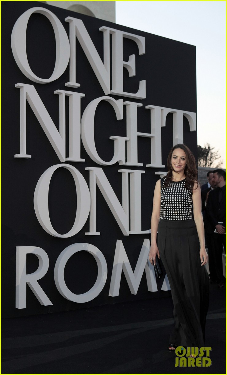 milla jovovich berenice bejo armani one night only 052885275
