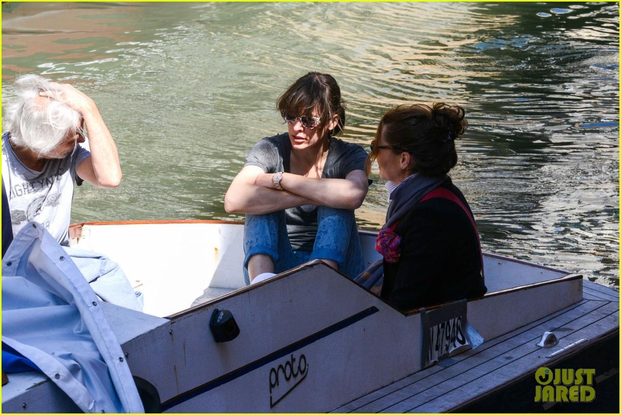 milla jovovich gondola ride in venice with ever 102882487