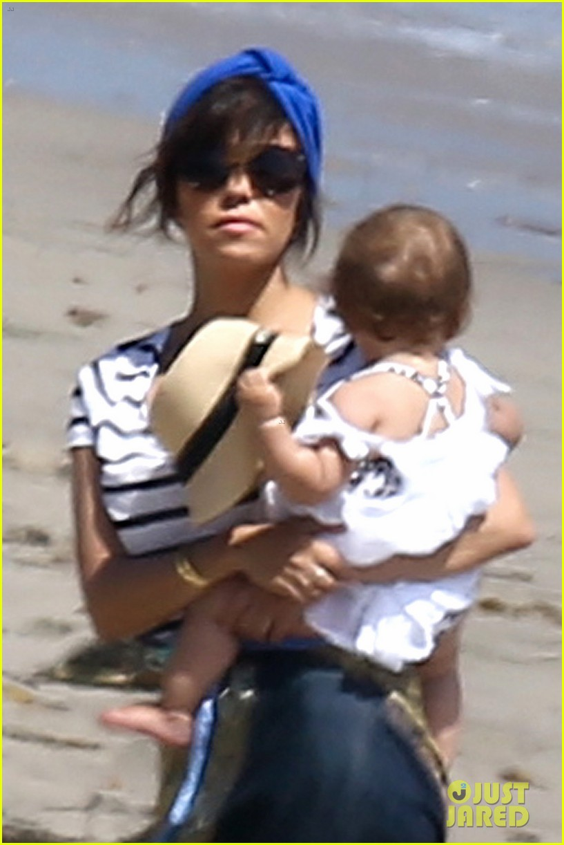 kourtney kardashian hits the beach after kim baby is born 042892799
