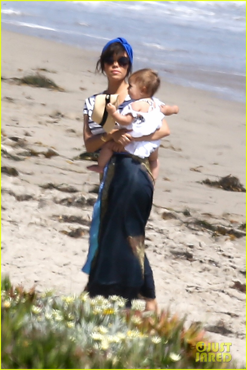 kourtney kardashian hits the beach after kim baby is born 082892803
