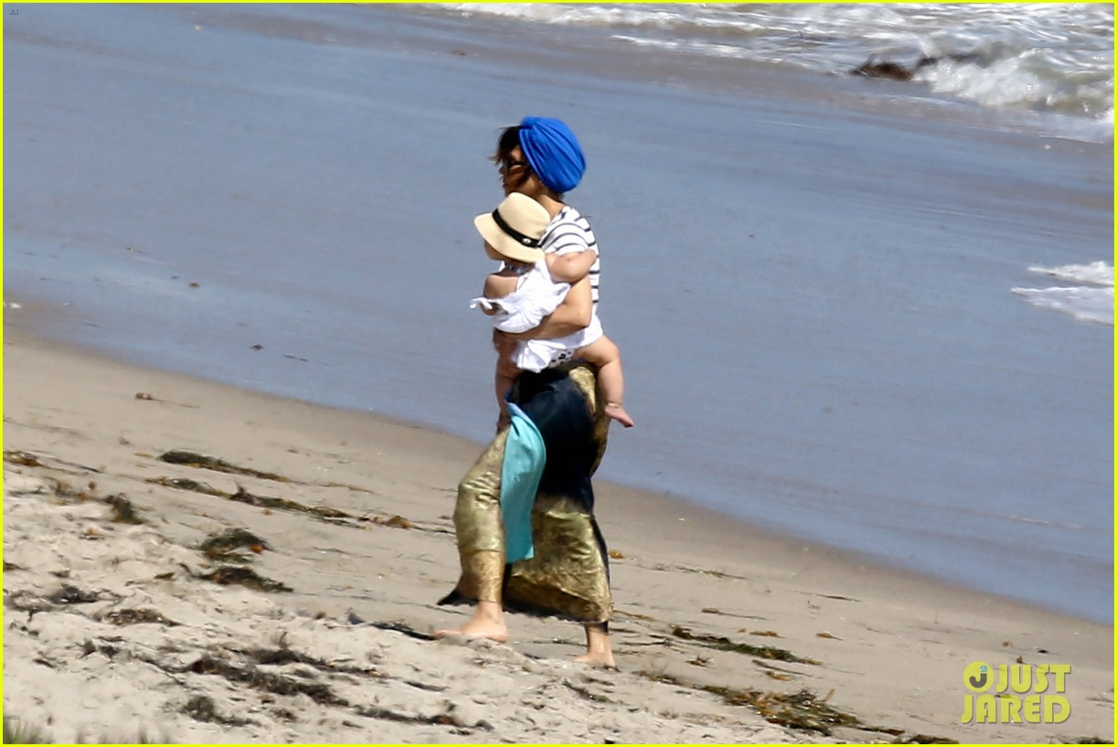 kourtney kardashian hits the beach after kim baby is born 092892804