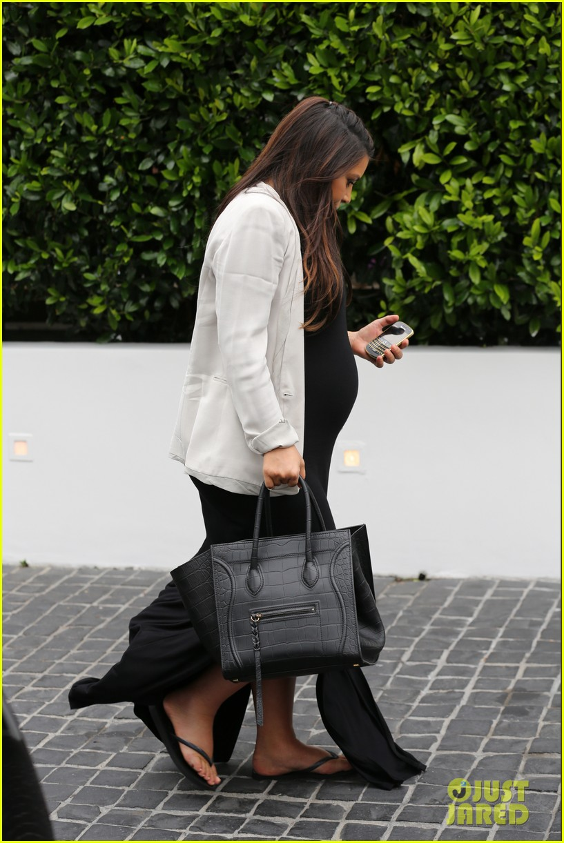 kim kardashian lunches after revealing shes having a girl 092883686