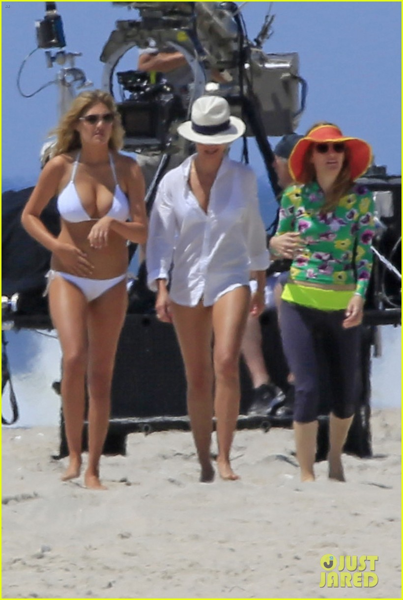 cameron diaz kate upton beach bikinis for the other woman 02