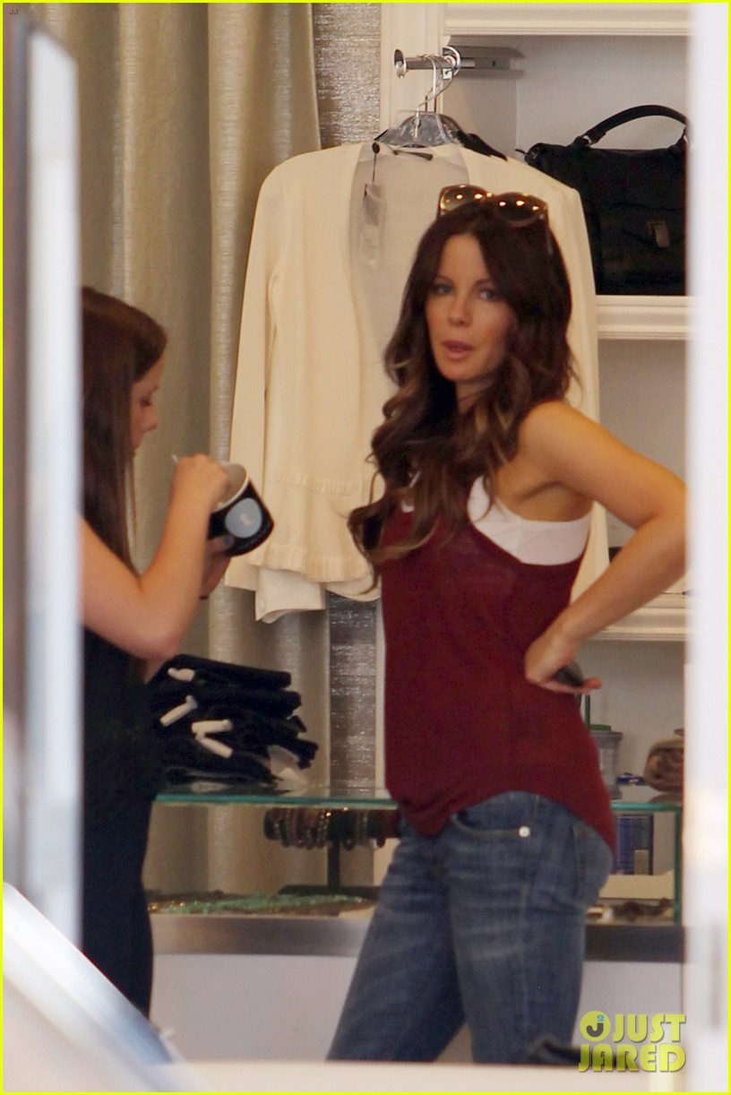 kate beckinsale mother daughter shopping trip with lily 022897126