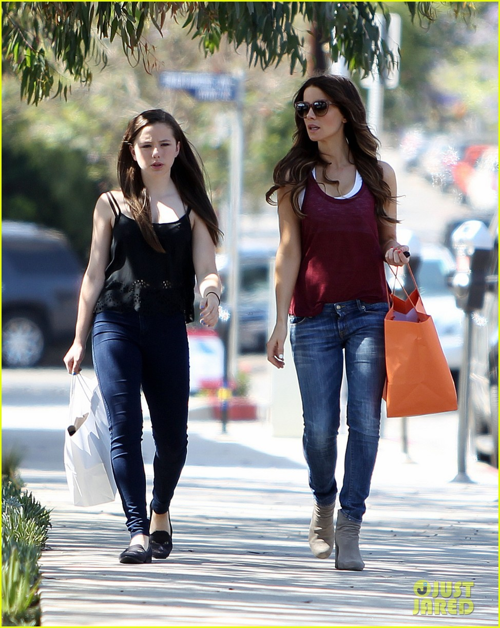 kate beckinsale mother daughter shopping trip with lily 042897128