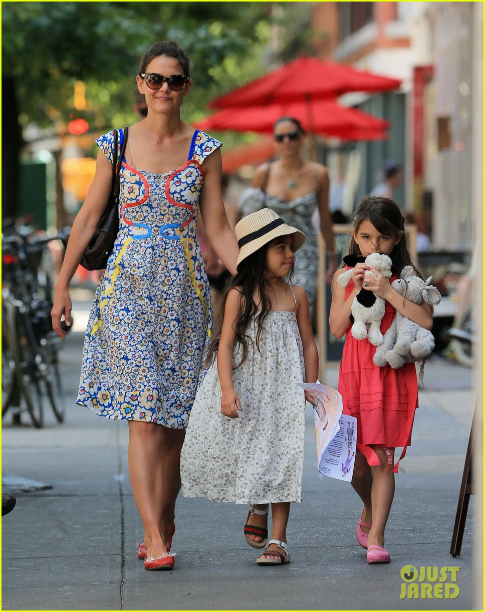 katie holmes sunday play date with suri 012897135