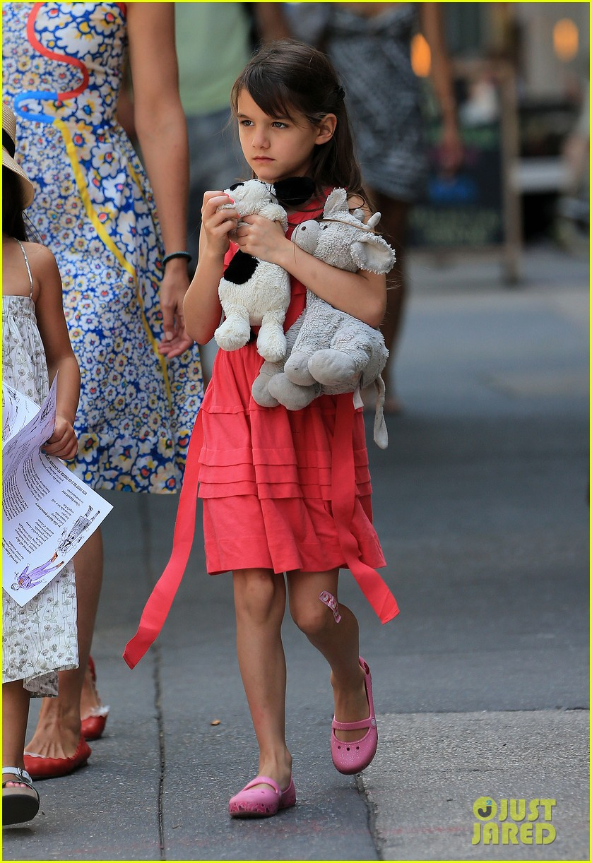 katie holmes sunday play date with suri 032897137