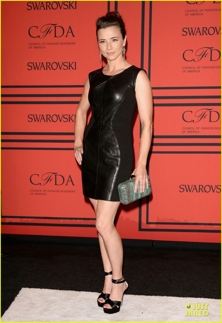 ellie kemper linda cardellini cfda fashion awards 2013 red carpet 052883807