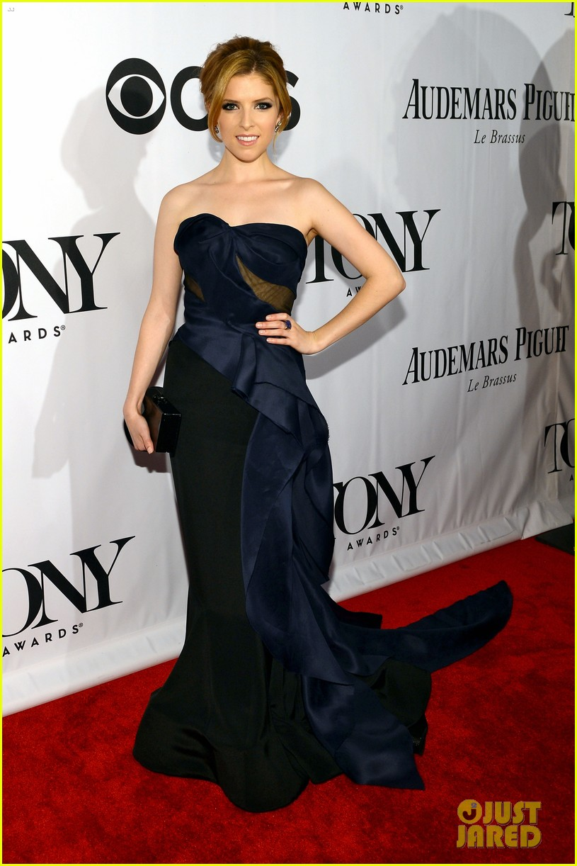 anna kendrick tony awards 2013 red carpet 01