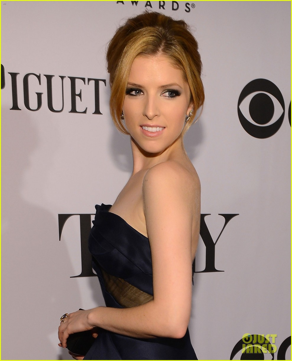 anna kendrick tony awards 2013 red carpet 022887883
