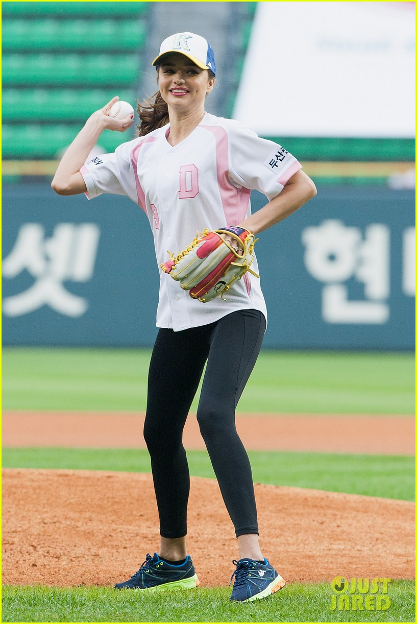 miranda kerr throws first pitch at doosan bears game 012890611