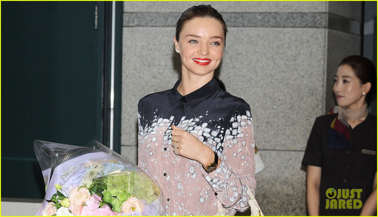 miranda kerr gets flowers upon arriving in south korea 02