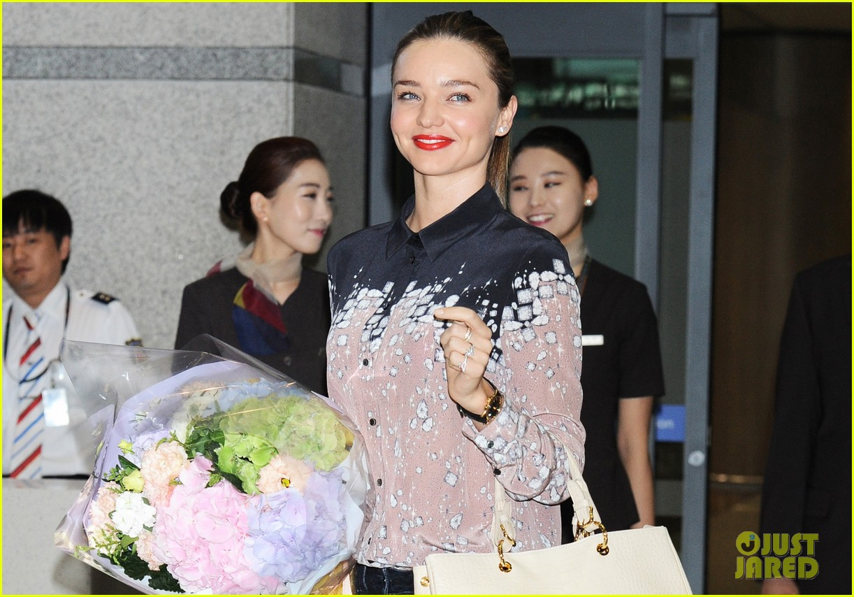 miranda kerr gets flowers upon arriving in south korea 04