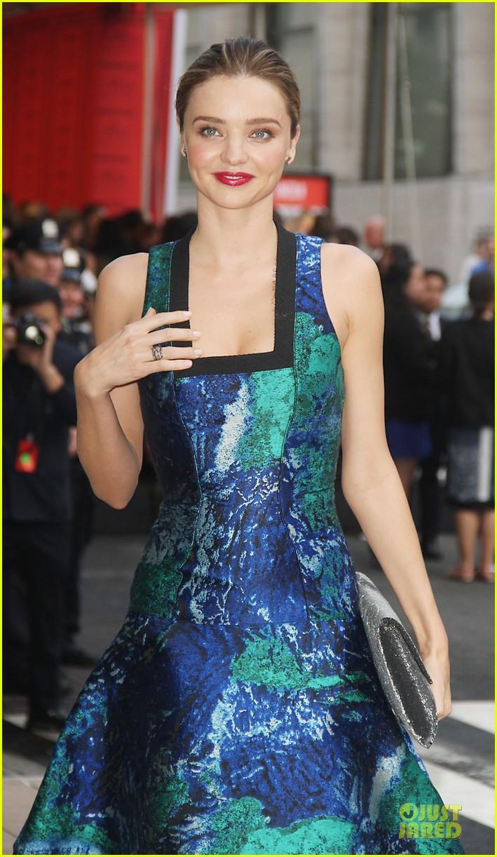 miranda kerr adriana lima cfda fashion awards 2013 red carpet 082883870