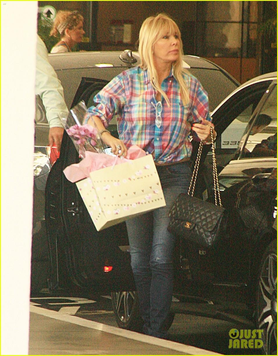 kim kardashian gives birth bff brittny gastineau visits 032891979