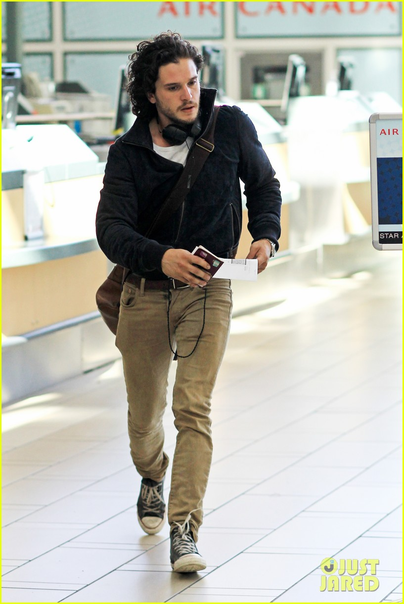 kit harington i like reading game of thrones books 04a