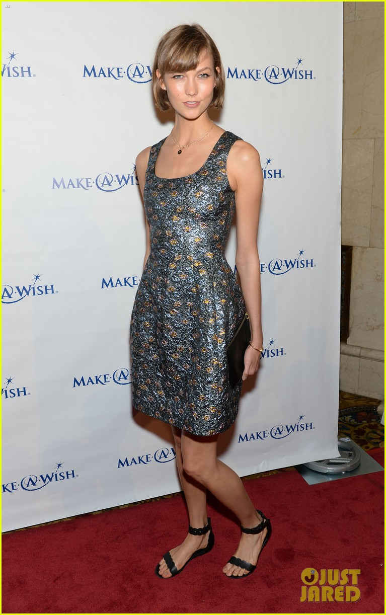 karlie kloss jonny lee miller make a wish event 072890986