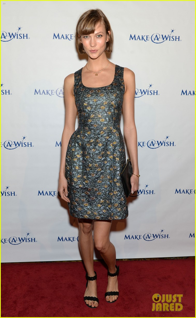 karlie kloss jonny lee miller make a wish event 082890987