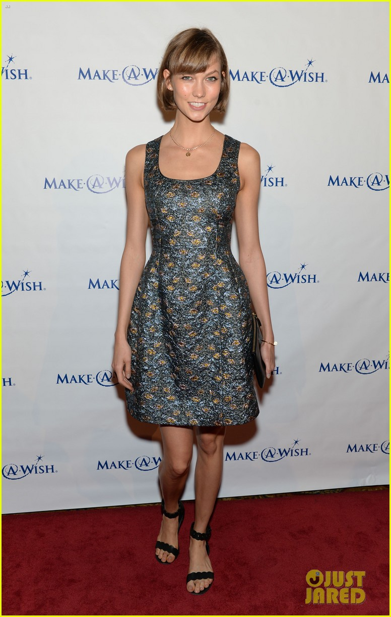 karlie kloss jonny lee miller make a wish event 092890988