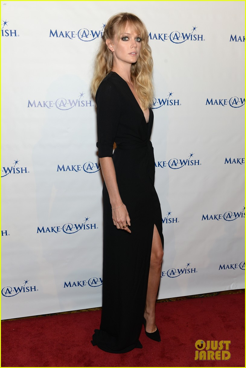 karlie kloss jonny lee miller make a wish event 24