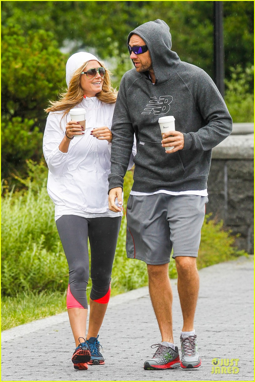 heidi klum martin kirsten holding hands during nyc run 202891548