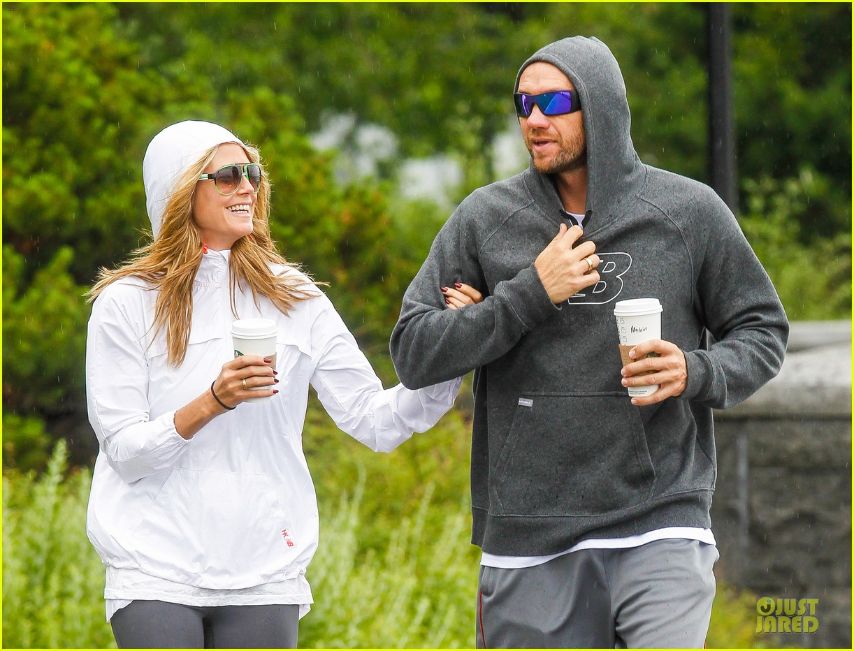 heidi klum martin kirsten holding hands during nyc run 21