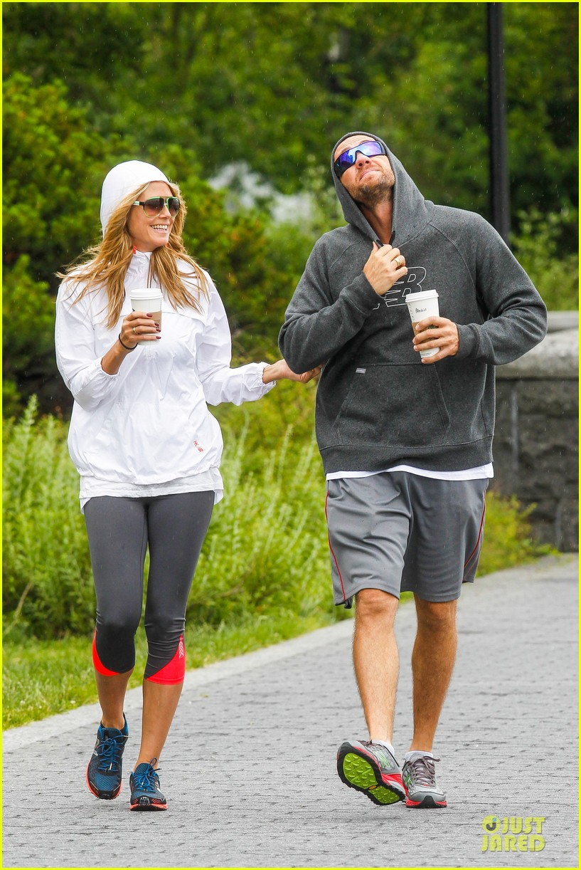 heidi klum martin kirsten holding hands during nyc run 28