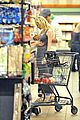 joshua jackson cuddles diane kruger in the checkout line 14