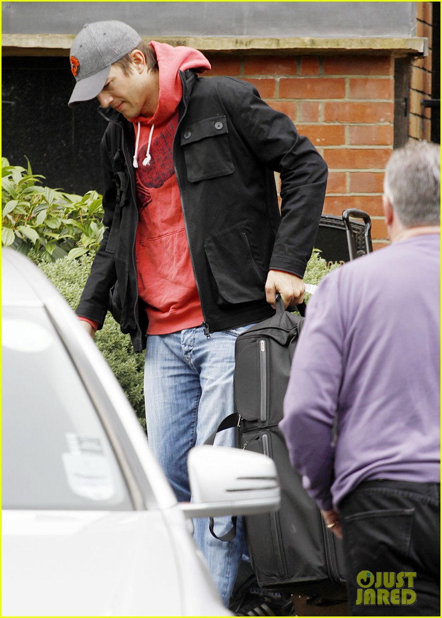ashton kutcher heads to heathrow for flight out of london 082892091